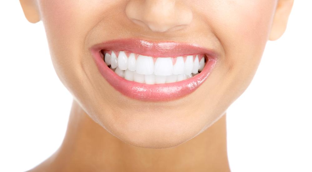 Ovo je najbolji recept za prirodno izbeljivanje zuba